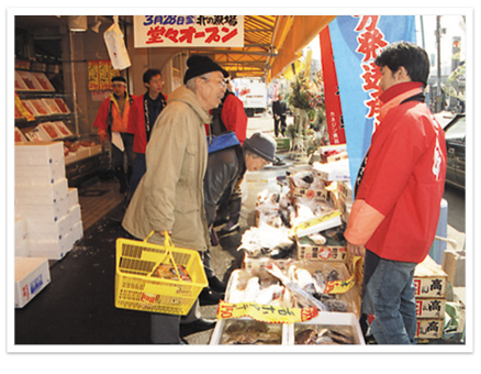 Under Ryoba for free pick-up bus service of the seafood souvenir shop north of the Sapporo over-the-counter market